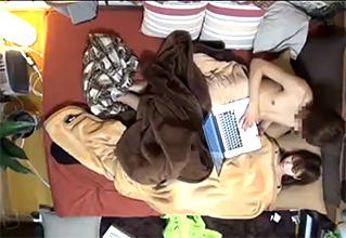 【ゲスの極み】「毛布、あったかいね?」美男子への対応が神すぎるギャルを油断なく盗撮。