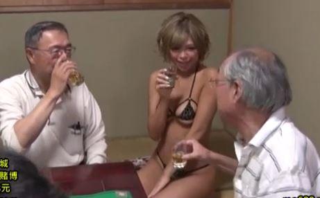 【橘咲良】酒に酔ったムッチリ巨乳ギャルにむしゃぶりつくおっちゃんwww