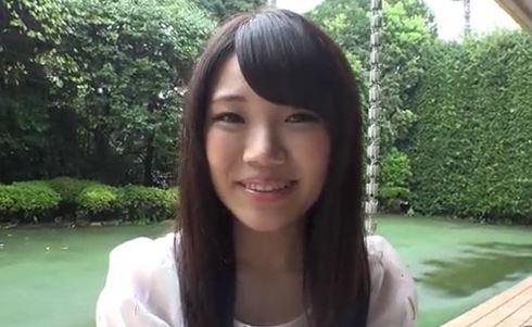 【香坂はるな】AVデビュー作品。18歳美少女は感度ビンビン♪ボディー。