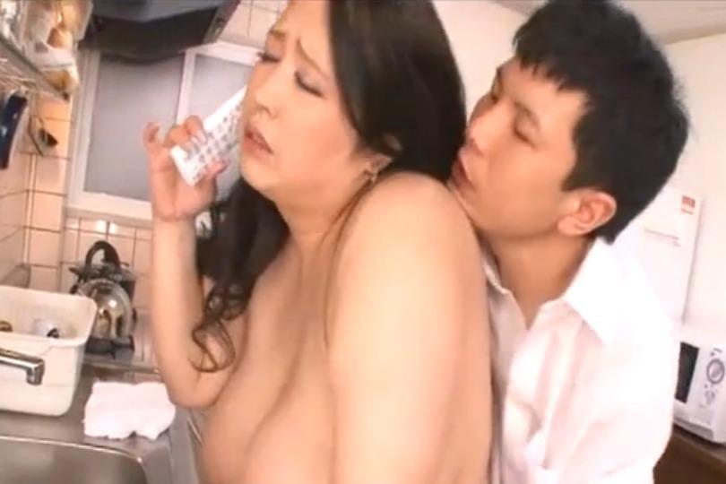 ぽっちゃり爆乳人妻の不倫セックスの肉感がヤバイくらいにむっちりと若い男と本気セックスwww