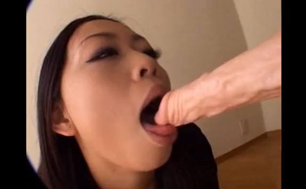 【ディルド オナニー 動画】極太ディルドで卑猥なオナニーするいい感じの肉付き巨乳おっぱい淫乱痴女。