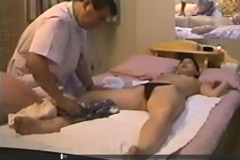 【素人】出張マッサージで人妻の巨乳&オマ○コを触り放題する鍼灸院を隠し撮り