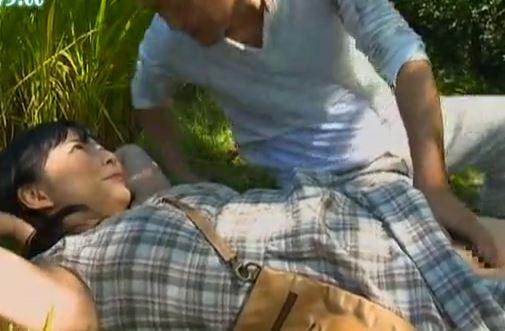 【遥めぐみ 大塚まゆ 熊谷麻美】田舎セックス動画。近所のおじさんを誘う色白生娘。