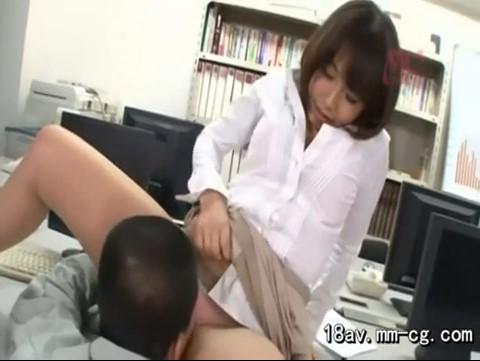 エロい身体した美巨乳OLが清掃員の男を誘惑してチ○コ喰い散らかしてますwwwwwww