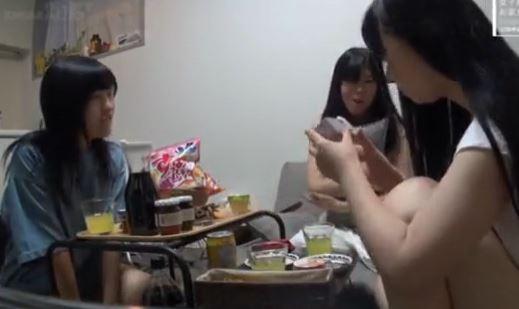AVメーカー女子社員ハメ動画。女友達同士でワイワイ♪レズなど。