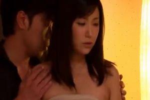 【お姉さん・美人】巨乳の美女のディープキス動画。巨乳美女とのSEX!