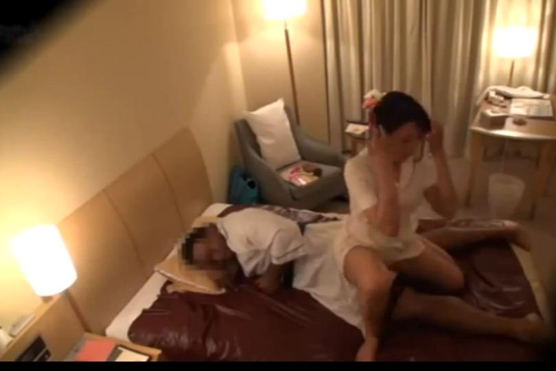 【素人】やたらガタイの良いおっさんがホテルでマッサージのお姉さんとヤリまくってるんだがwww