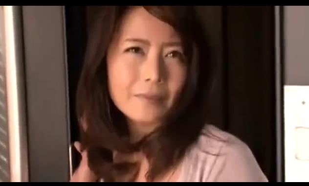 【三浦恵理子】友人の母は完熟ボディのエロ熟女。誘惑されちゃった俺は・・・w