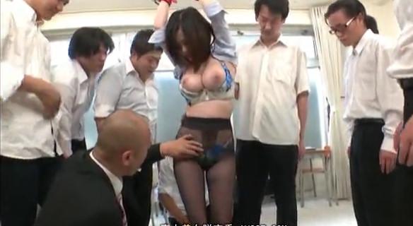 【吉川あいみ】見るからにスケベそうな巨乳女教師を集団輪姦中出しレイプしまくる極悪男子○生