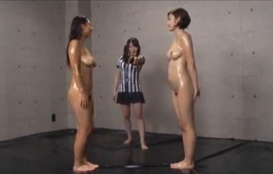 【水野朝陽 本真ゆり】先にイカせた方が勝ち。スケベな身体した美巨乳痴女がガチレズキャットファイト。