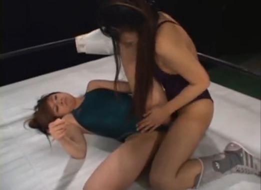 スタイル抜群なモデル系美女がプロレスリングで繰り広げるガチレズキャットファイト映像