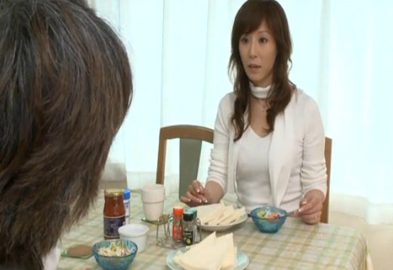 【澤村レイコ】スレンダーでスタイル抜群な美熟女妻が会社上司に強引にレイプされちゃってます・・・・