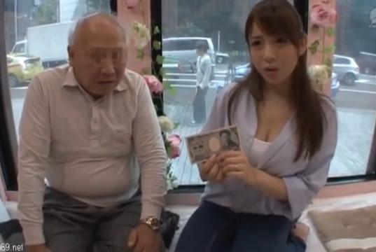 まだまだ現役の義父が巨乳で美人な嫁を寝取り、近親相姦中出しセックス