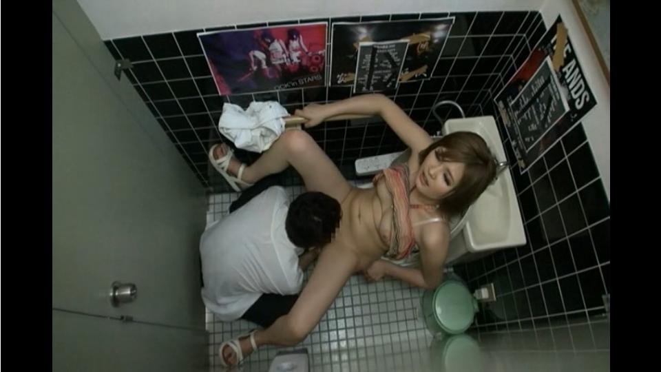 【素人】クラブでナンパしたヤリマンそうなギャルとトイレでSEX。