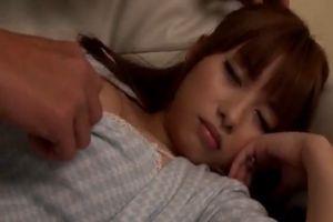 ソファーの上で無防備に眠っていた美人巨乳妻が、知らぬ間に身体を悪戯される♪