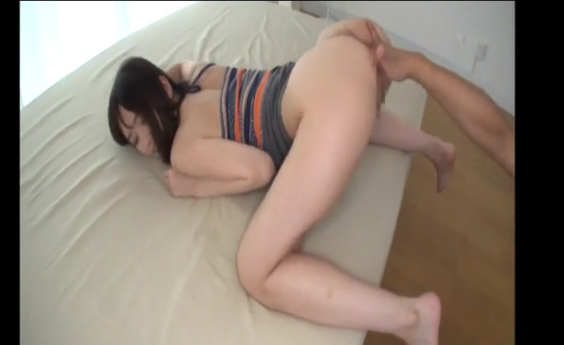 【篠田優】色白むっちりな美尻を突き出して指マンする美女のエロすぎる騎乗位セックス