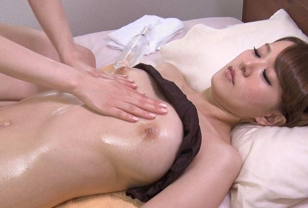 【本田岬 立花瑠莉】夫の姉にマッサージを受ける人妻w美乳乳首を刺激されて感じてしまうwww