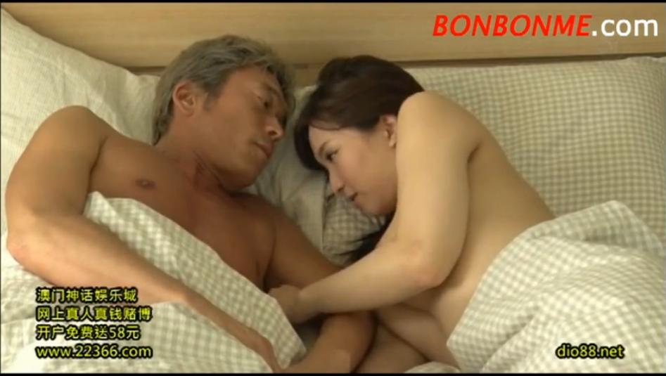 【鈴木真夕】不倫セックス後に別途でイチャイチャする色白奥様が可愛いw