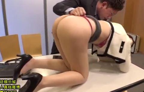 【佐々木あき 北川エリカ 上野菜穂】職場にやって来た上司の奥さんの下着をグイグイ♪