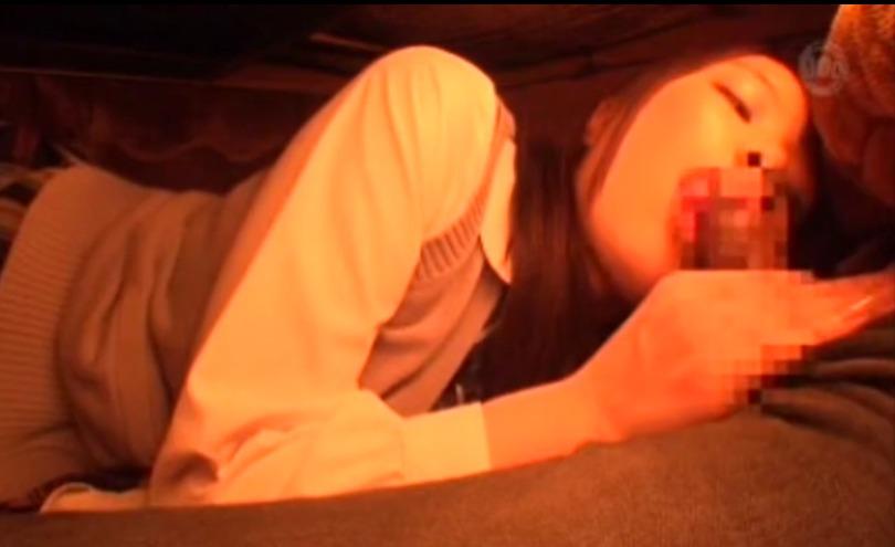 こたつの中でジュボジュボ濃厚フェラするエッチな女子校生wwwそのまま生セックスしてぷっくり美尻に射精ぶっかけ