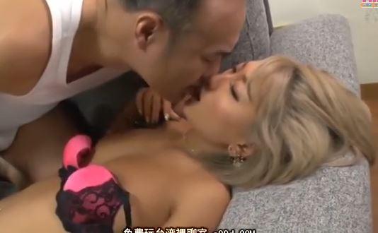 【AIKA】エロギャル彼女が彼氏の父親の愛撫に激しく感じてしまうwww