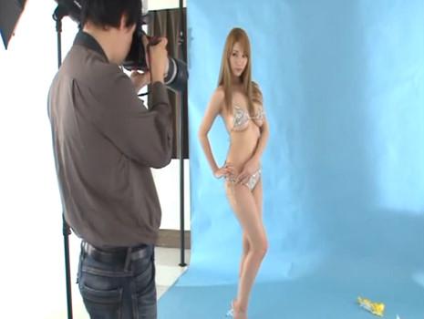 【ティア】乳首やおま○こがはみ出ちゃってる巨乳ハーフモデルが発情したカメラマンにガチレイプされてます…