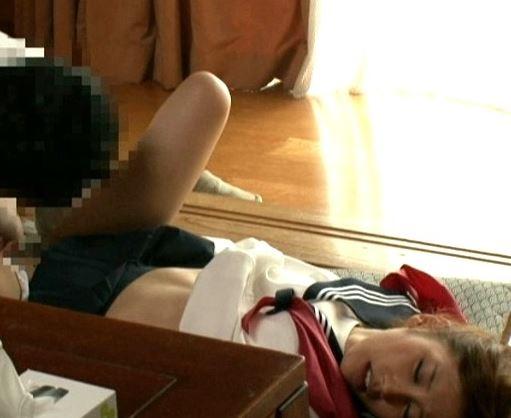 【絵色千佳】セーラー服着衣のスレンダー彼女と実家でセックス三昧www