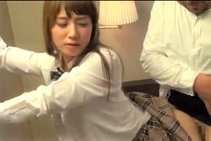 【初川みなみ】美形女子校生が制服姿で過激セックス!?エッチなカラダを後ろからファックしまくってエロすぎるんだがwwww