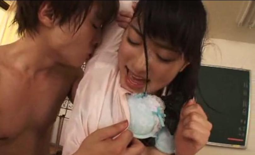 【由愛可奈】汗とマン汁たっぷり出して過激セックスする18歳巨乳アイドル