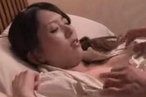 寝込みを襲われる巨乳人妻!?おっぱい激しく揺らしてエッチな腰つきでお掃除フェラも完璧www