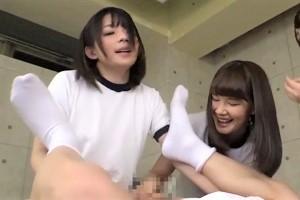 痛がってるのに無理やりアナルファックする過激女子校生の体操服にペニバン装着する3P4Pwww