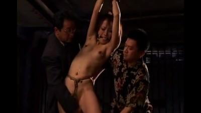 【素人】絶対服従の世界で性の奉仕させられる拘束性奴隷