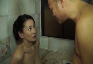 入浴中、日頃セクハラしてくる義父に押しかけられて、激しく身体を貪られてしまう美熟女妻!!
