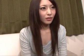 【桜井あゆ】センズリ鑑賞だけのつもりフェラまでしちゃった美人人妻www