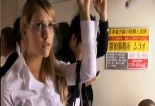 人種がどうとか関係ない、日本名物の痴漢電車にご用心!今回の被害者は、眼鏡の似合うブロンド白人美女!!