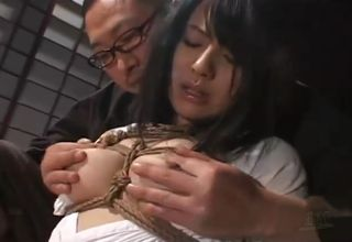 緊縛が織りなす官能の世界。縄が柔肌に食い込んでいく、苦しさの中から快楽を見出す変態女性たち!