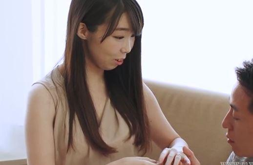 美人奥さんを意を決してAV出演w色白のエロい体をしてます。