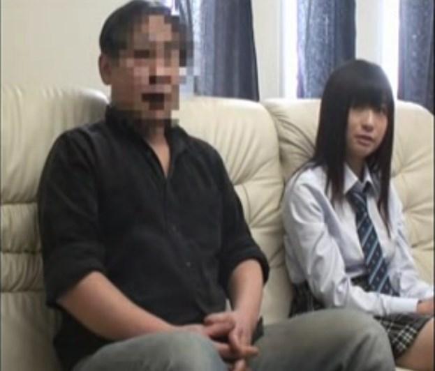 【素人】父親が敏感なJK娘と2人っきりでAV鑑賞からの近親相姦