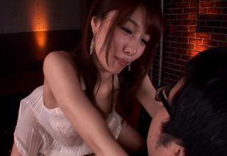 【美雪ありす】長い舌を上手に使って、キスにフェラと、男性をたっぷり気持ちよくさせるおねえさんwww