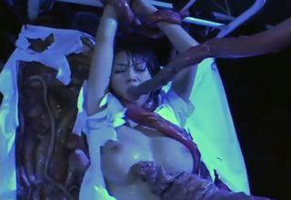 【範田紗々】何も知らぬナースや患者が、突然触手に襲われヨガらされる!!