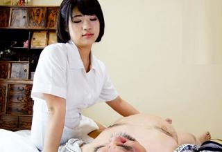 【舞野いつき】ヤリマン爆乳痴女介護士が爺さん誘惑してセックス三昧