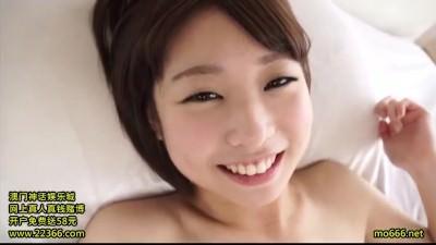 【しいなゆき】ショートカットが爽やかな色白スレンダーボディ美微乳18歳がデビュー