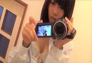【素人】ハンディカメラで自撮りする美少女が制服を脱ぎながら大胆にオマ○コ全開の本気オナニーwww