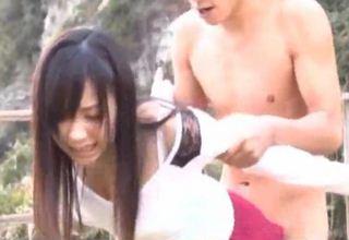 【小倉奈々】ちゃんの野外3P動画w立ちバックでパンパン♪