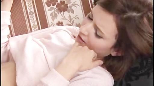 【水咲ローラ】ちゃんとソファーでイチャイチャ恋人セックスwww
