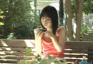 【素人】痴漢盗撮動画w路上を歩く女の服を無理やり脱がす鬼畜行為www