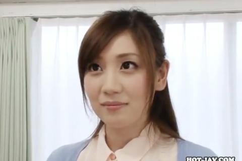 【前田かおり】教え子と教室でハメる、清楚で美人な美尻先生w