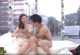 【素人】男友達と公開セックスする女子大生マジックミラー号
