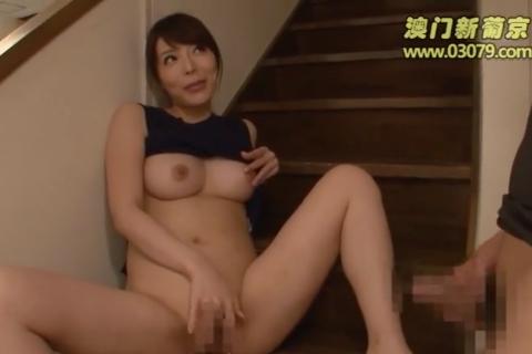 【桜井彩】彼女の美巨乳エロボディなお姉さんに誘惑されちゃった♡