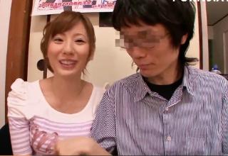【麻美ゆま】ベテランAV女優ゆまちゃんが童貞クンのチンポいただきます!